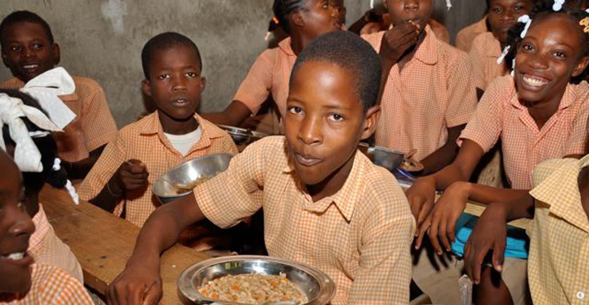 school-children-eating.jpg